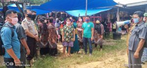 Cegah Covid-19, Upika Kecamatan Talang Muandau Bagikan Masker Gratis 3