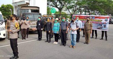 Kapolres Rokan Hulu Lepas Tim Penyemprotan Desinfektan Disepanjang Jalan Protokol - Km 4 Rohul 4